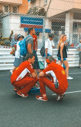 Am Tag des freien Trainings in Monaco auf der Rennstrecke
