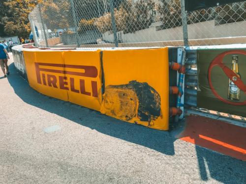 Beschädigungen an der Strecke am freien Training in Monaco 2018