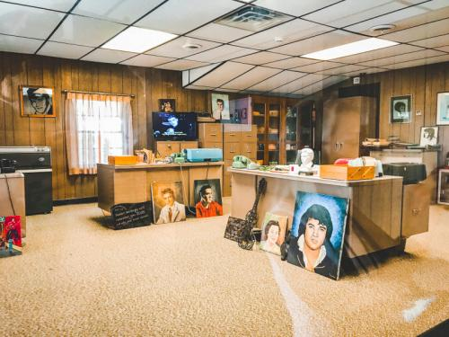 Das-Büro-von-Graceland