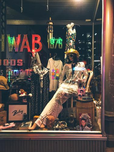 Elvis Overall für Frauen in einem Laden in der Beale Street