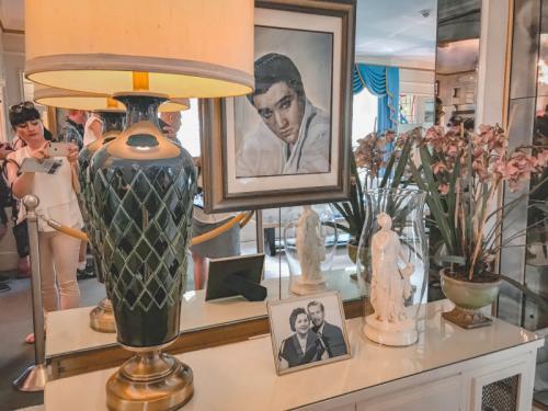 Familienfotos-im-Wohnzimmer-Graceland