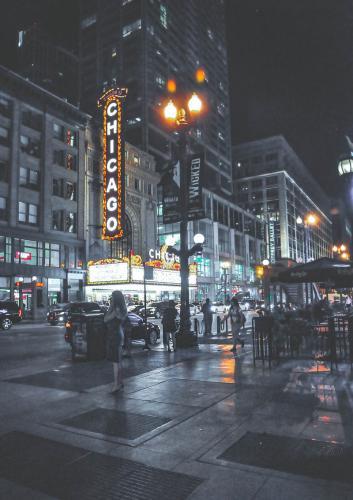 Nachts-vor-dem-Chicago-Theater-1